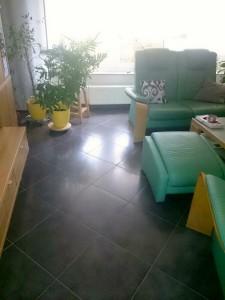 Hochglanzfliesen im Wohnbereich